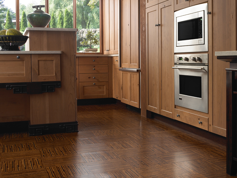 Cork-parquet-flooring-in-the-modern-kitchen