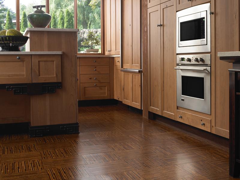 Cork-parquet-flooring-in-the-modern-kitchen