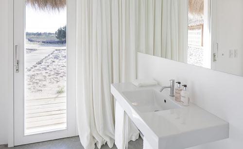 casasnaareia-beach-style-retreat-portugal-bathroom