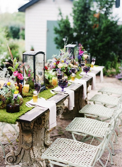 Bold-Outdoor-Wildflower-Table-Decor-1