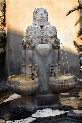 fontana delle tiare P.ZA del COLONNATO