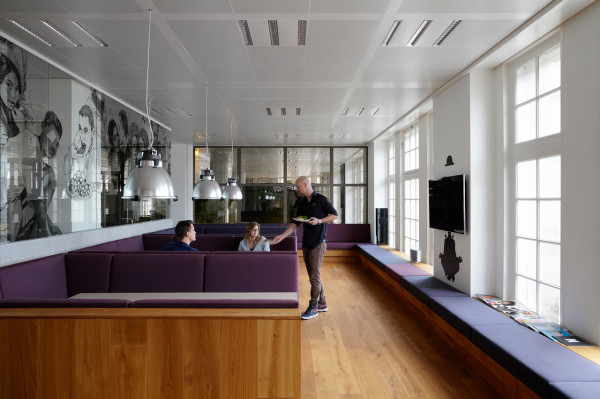 JWT-Amsterdam-Office-11-Cafe-600x399