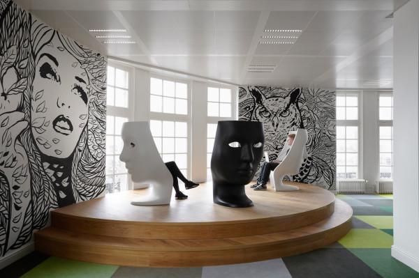 JWT-Amsterdam-Office-6-Podium-600x399