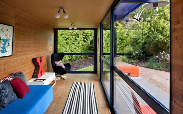 roundup-container-homes-dwell-interior-2-600x375
