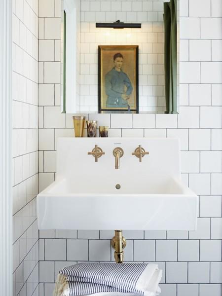6-mandy-milks-bathroom-michael-graydon