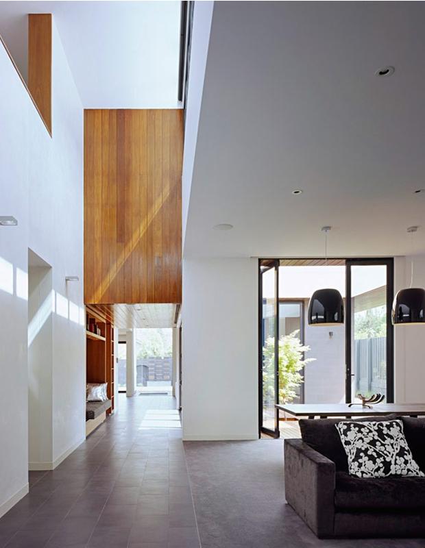 wood-wall-elevated-plastolux