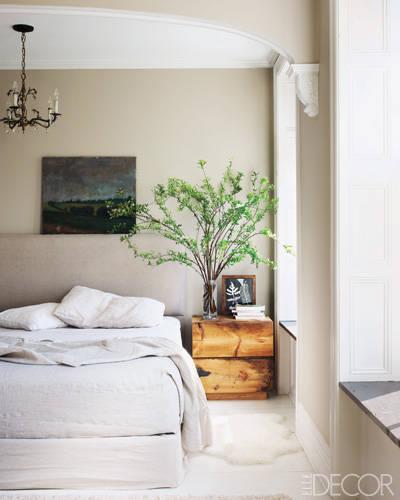 07-keri-russell-bedroom-lgn