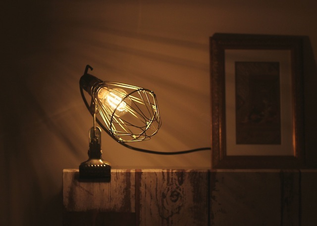 Hay-clamp-lamp-with-Edison-bulb