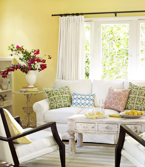 04-on-the-sunny-side-living-room-0710-xln