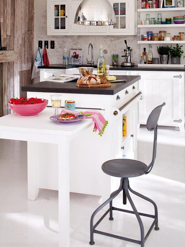 una-isla-de-trabajo-con-mesa-extraible_ampliacion