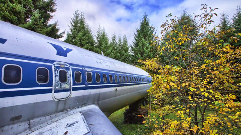 retired-boeing-727-recycled-home-bruce-campbell-13
