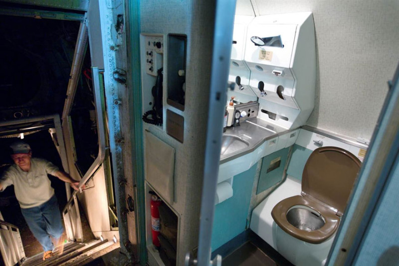 retired-boeing-727-recycled-home-bruce-campbell-4
