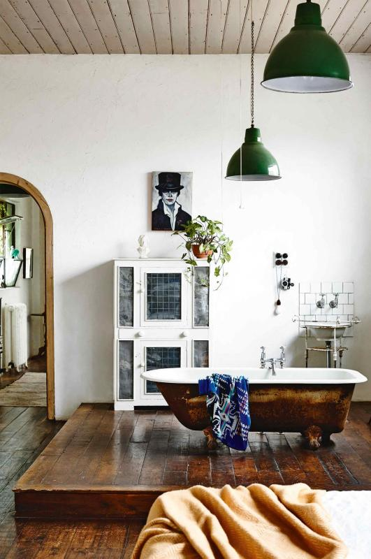 factory-conversion-timber-floors-rustic-bathroom-raised-bath-tub-saskia-folk-home-mar15-20150303133604~q75,dx1920y-u1r1g0