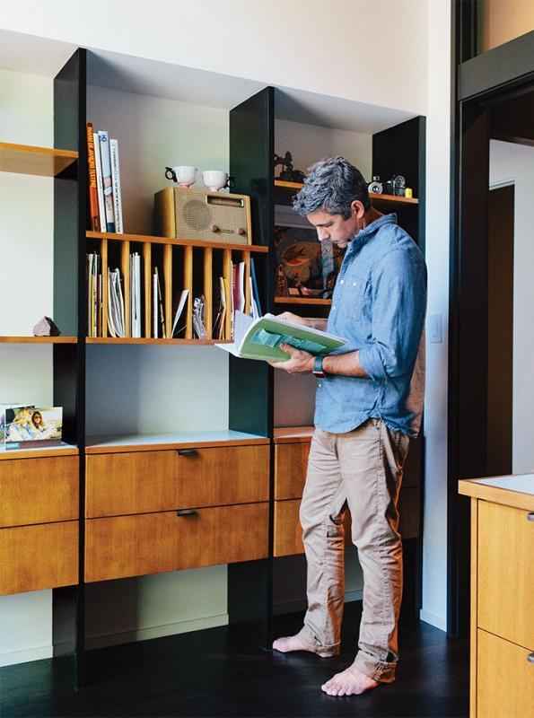 midcentury-renewal-built-in-shelves-inspired-george-nelson