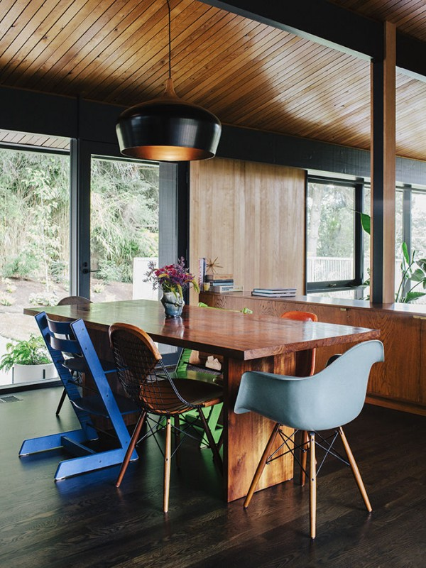 midcentury-renewal-dining-room-mixed-chairs