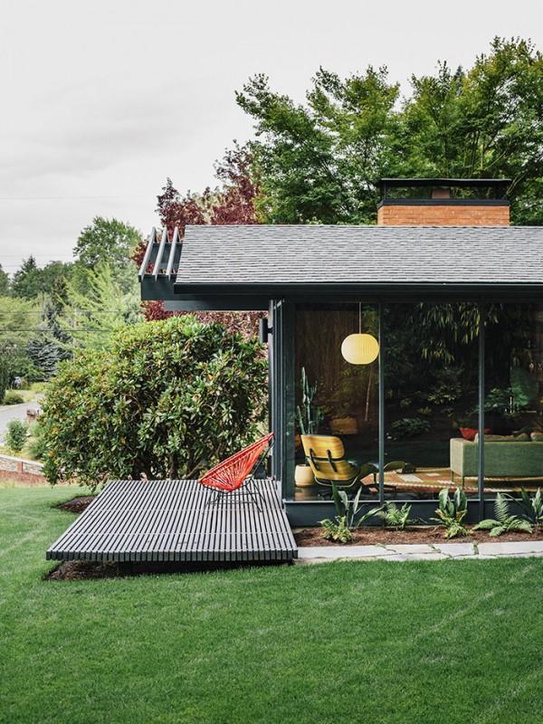 midcentury-renewal-exterior-deck-living-room-glass