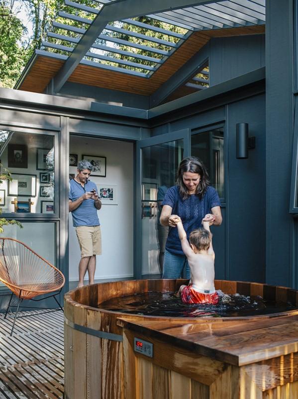 midcentury-renewal-hot-tub-deck