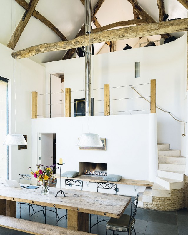 henriques-barn-dining-table-beams