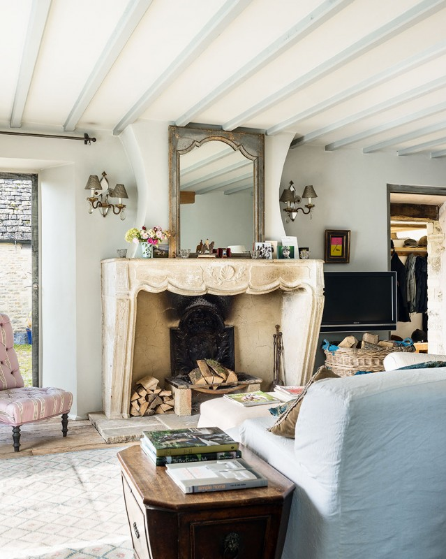 henriques-barn-living-room-fireplace