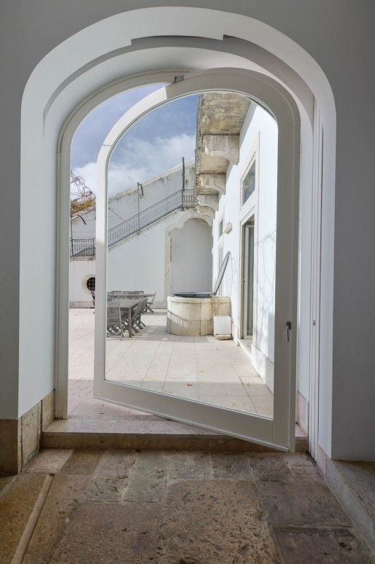 Oracle-Fox-Sunday-Sanctuary-Industrial-Interior-Concrete-Wood-Minimal-15