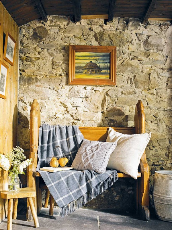 Graham-thatched-cottage-bench-and-soft-furnishings