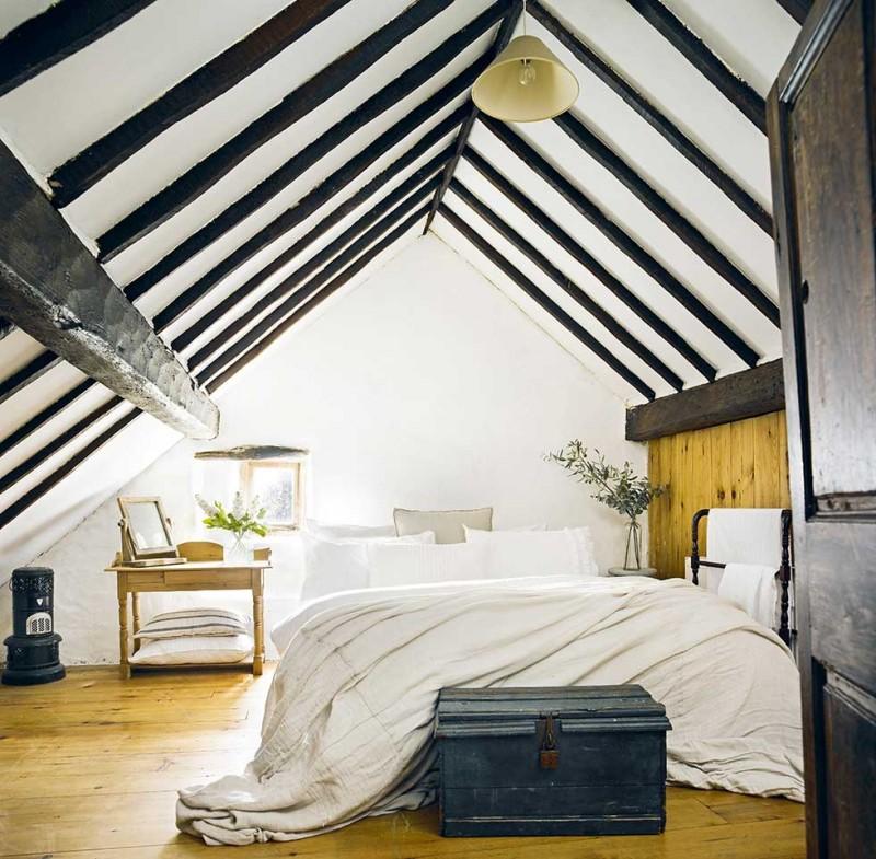 Graham-thatched-cottage-white-bedroom-black-beams