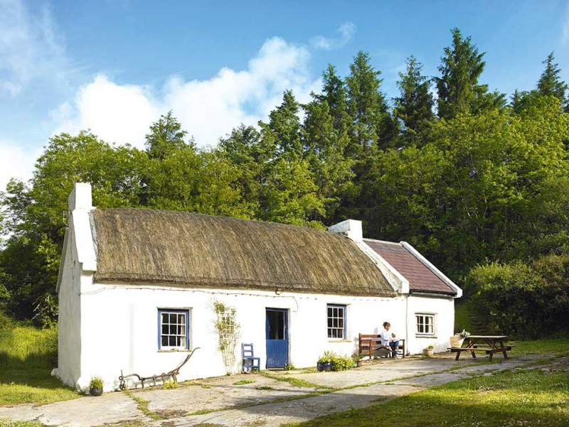 Graham-thatched-cottage-white-exterior