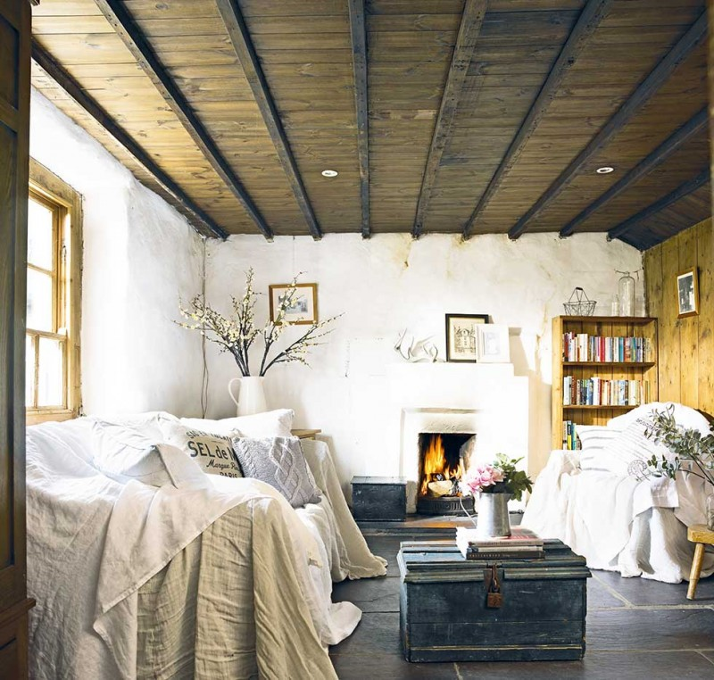 Graham-thatched-cottage-white-living-room-wood-ceiling