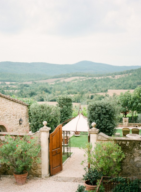 Tuscan-Countryside-from-the-Borgo-Santo-Pietro-700x955