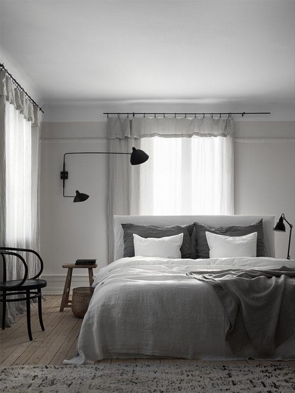 Cozy-Scandinavian-bedroom-linen-bedding-and-linen-curtains