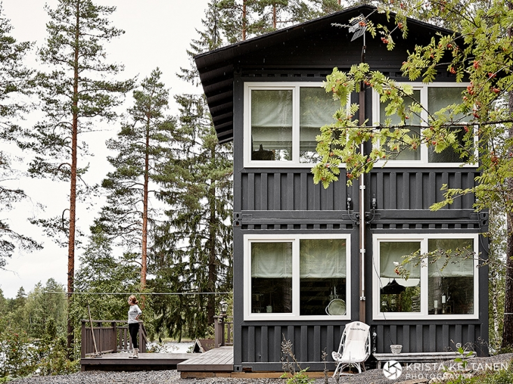04-2015-container-interior-home-decoration-kontti-cottage-scandinavia-finnish-interior-lessismore-photo-krista-keltanen-01(pp_w735_h551)