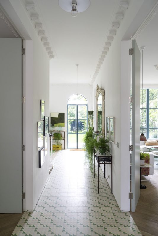 White_and_Green_House_In_London