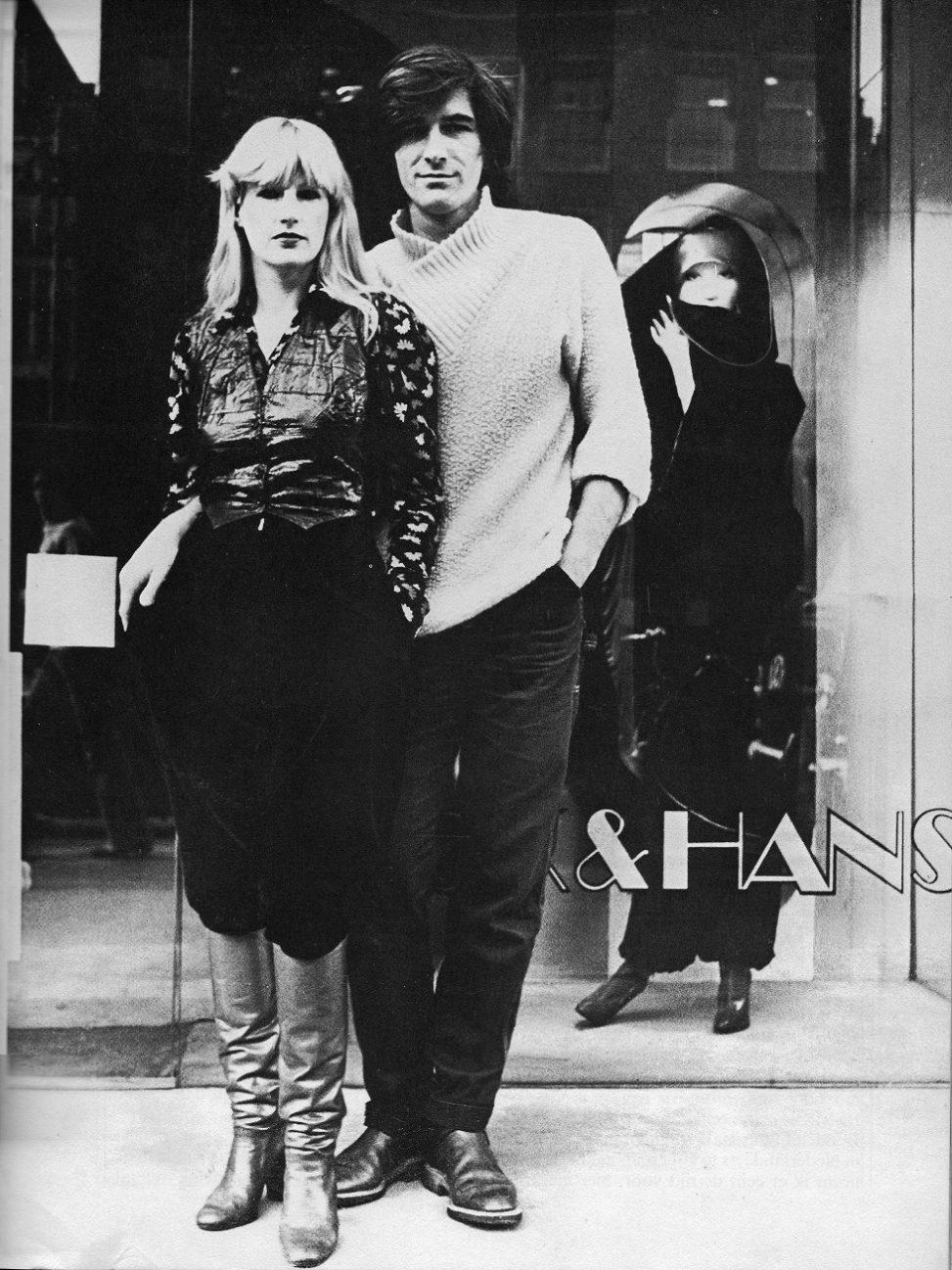 puck_hans_voor_de_winkel_op_rokin_1976_-_fotograaf_anna_beeke