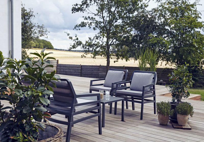 trae-terrasse-havemobler-8i-vtHErM_gJLyERhYyOwg