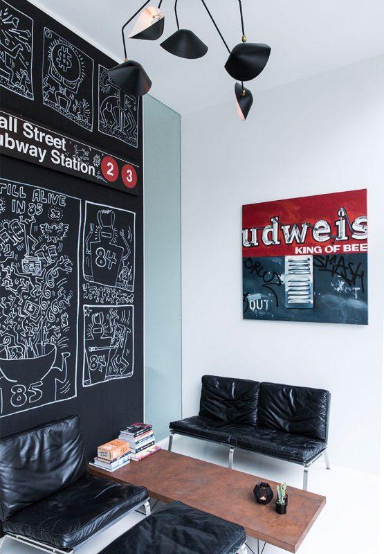 stue-sofa-laenestol-bord-vaegkunst-F1YSnaxClxtIB0rJysZXrg