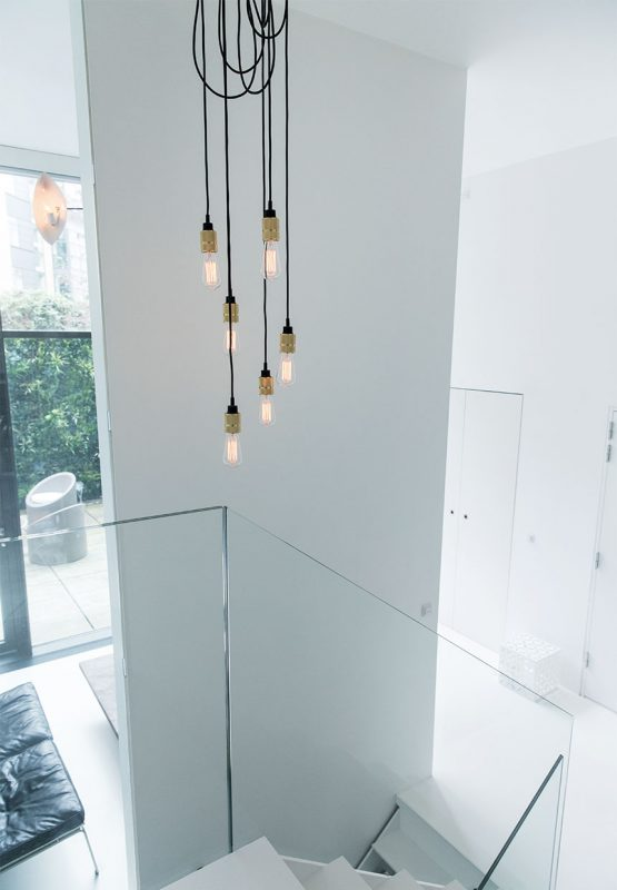 trappe-glasgelaender-glodepaerer-ledninger-FtHya_lDyvS-S3V-Z3r-3g